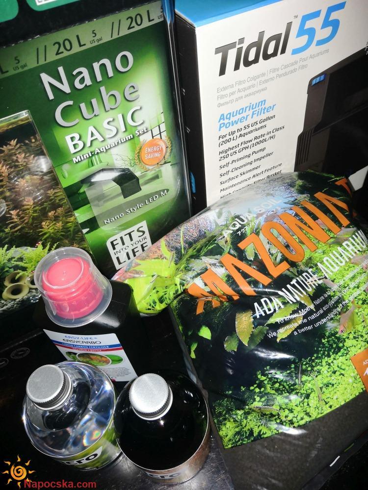 Garnélás nano akvárium tartozékokkal.